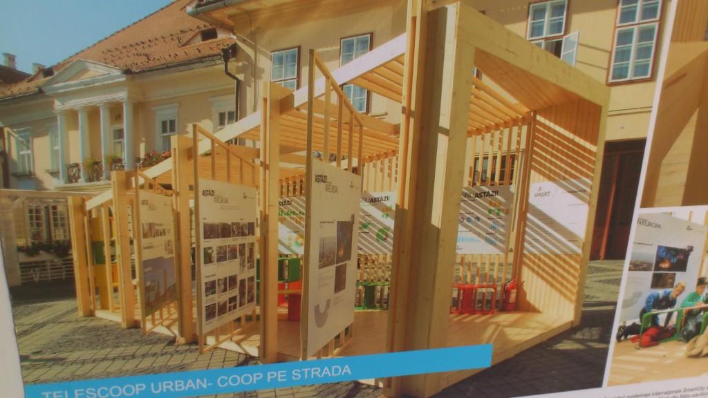 Plansă cu proiectul instalat în Sibiu
