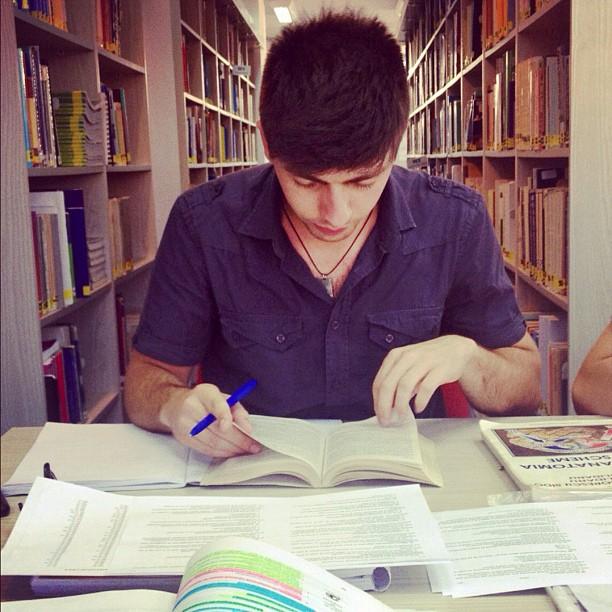 Mircea Popa  alias Bravo în sala de lectură