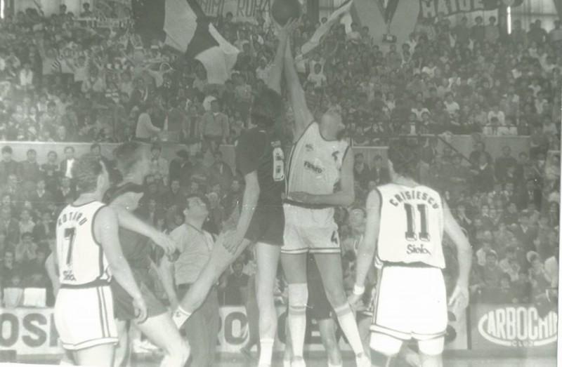 Universitatea a întrerupt în anii 90 supremația lui Dinamo și a Stelei  foto: arhiva personală Mircea Cristescu