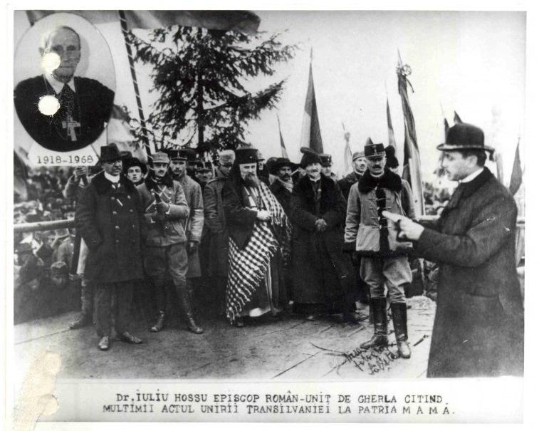 Iuliu Hossu fotografia realizata cu ocazia semicentenarului 1968 Hossu in medalion 1918