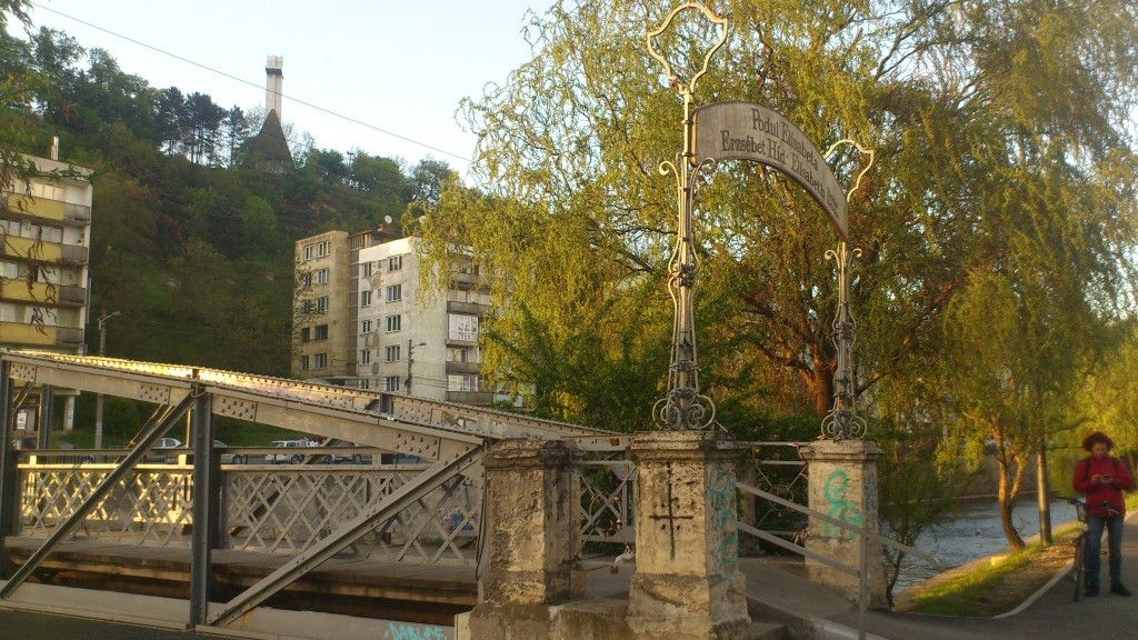 podul de departe