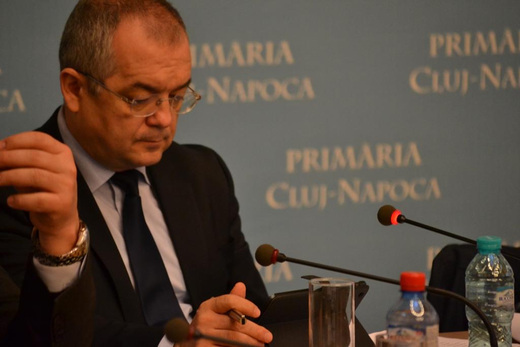 primarul Emil Boc la o ședință de urbanism