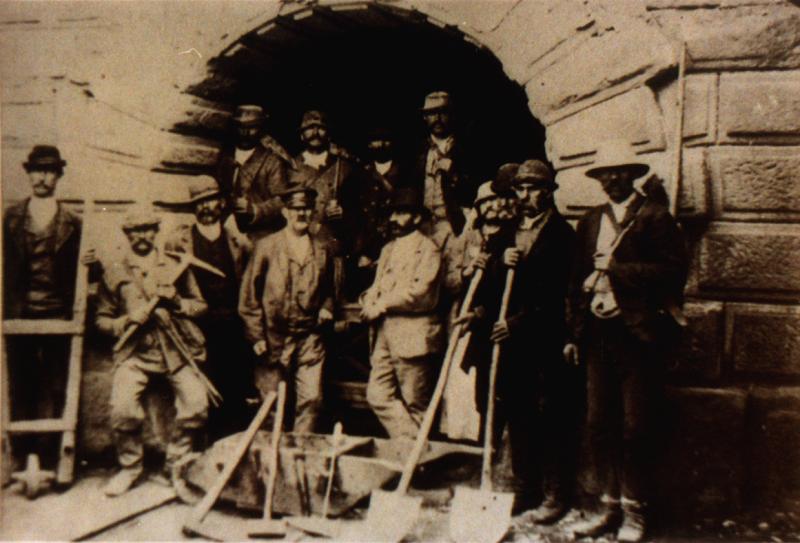 Muncitori cu echipament, 1894. Sursa foto: Salina Turda
